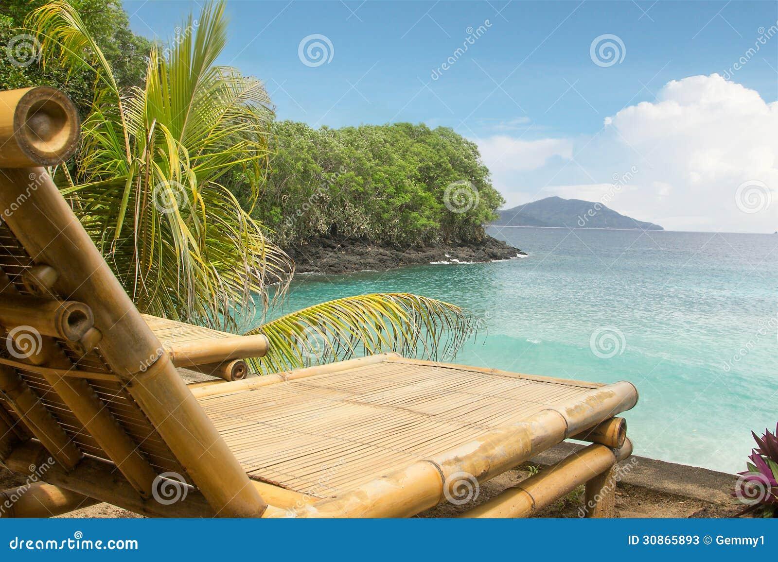 Silla de bamb en una playa - Sillas de bambu ...