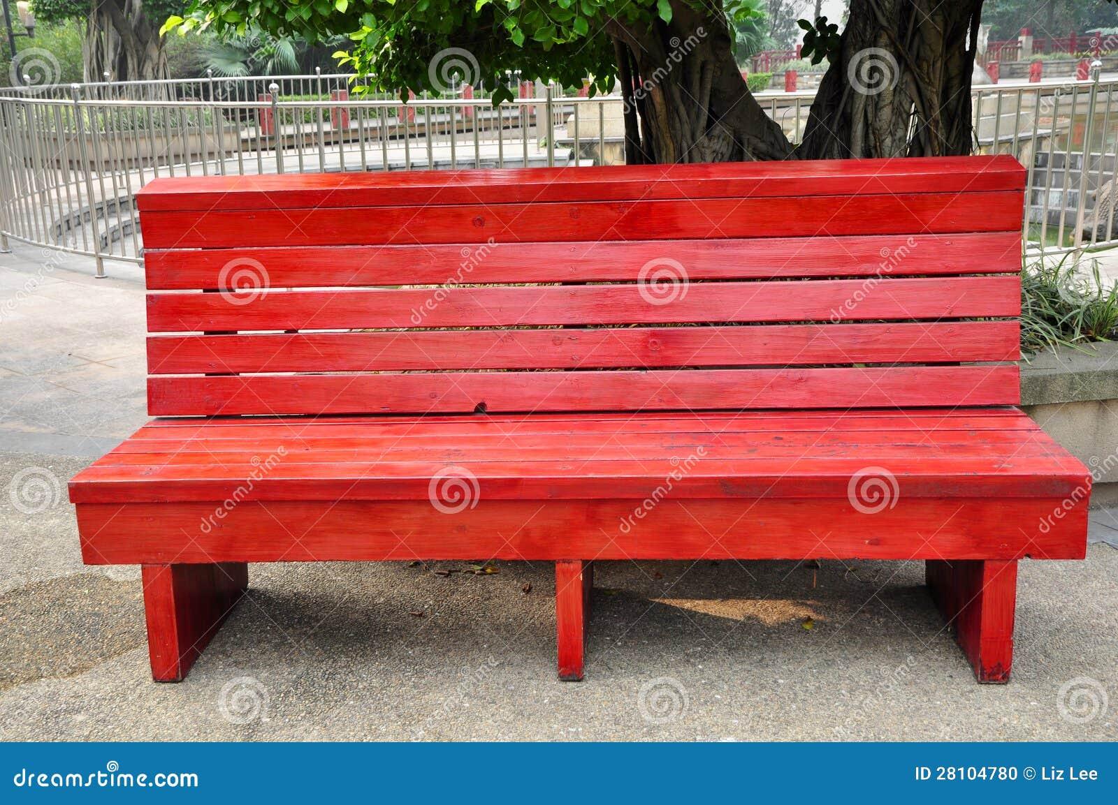 Silla de madera en parque foto de archivo imagen 28104780 for Sillas para parques