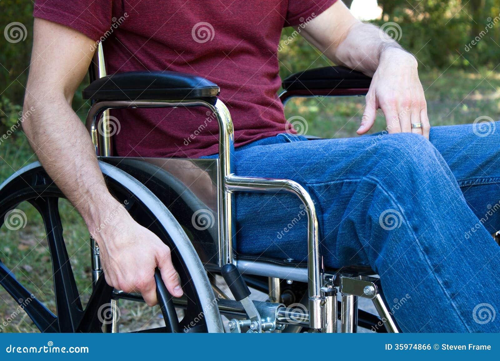 Silla de ruedas del hombre de la incapacidad