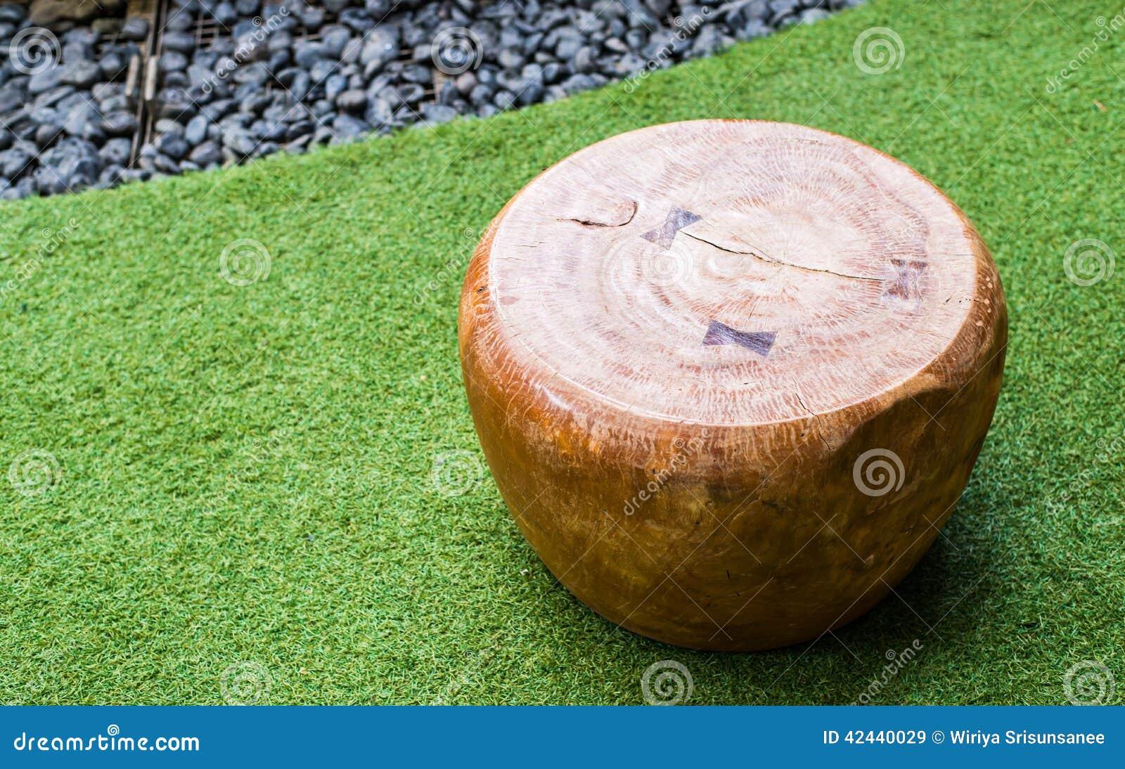 Silla moderna de madera