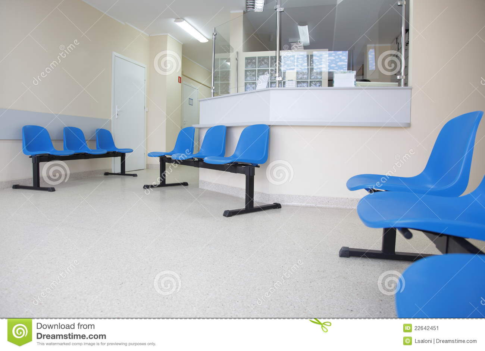Sillas azules de la sala de espera en el suelo imagen de for Sillas sala de espera