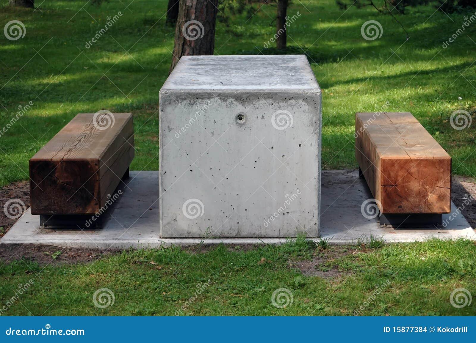 Sillas de madera modernas en parque imagenes de archivo for Sillas para parques