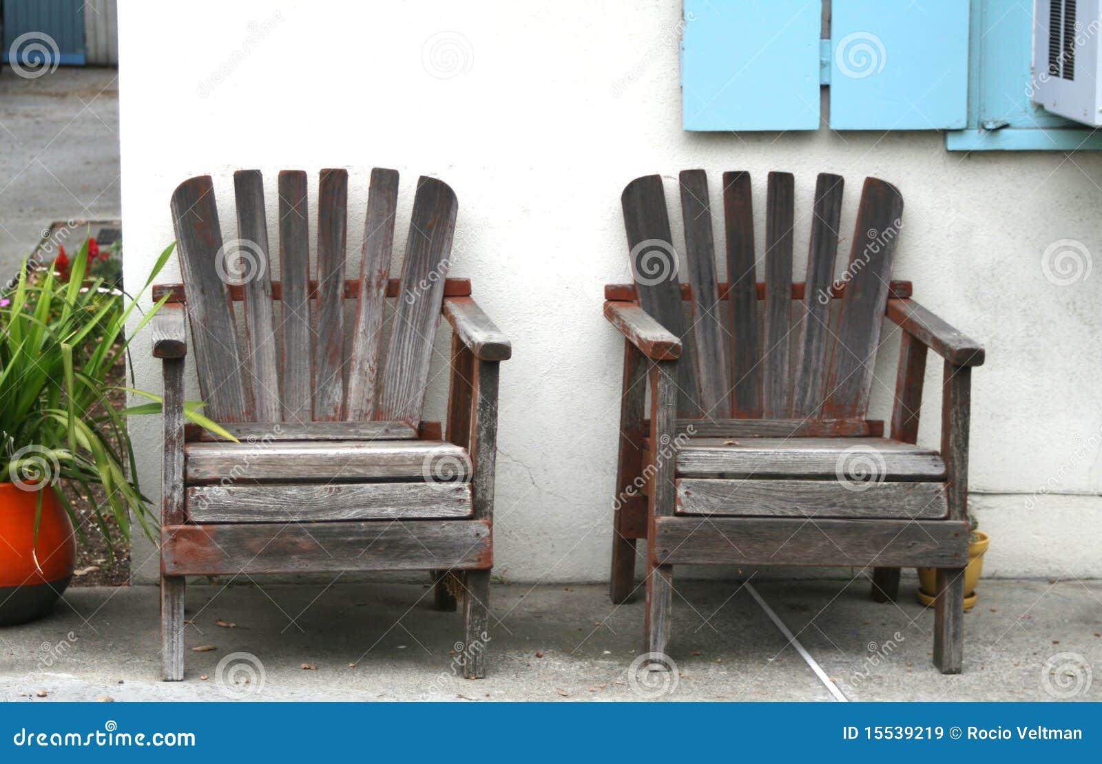 Sillas de madera resistidas for Imagenes de sillas de madera