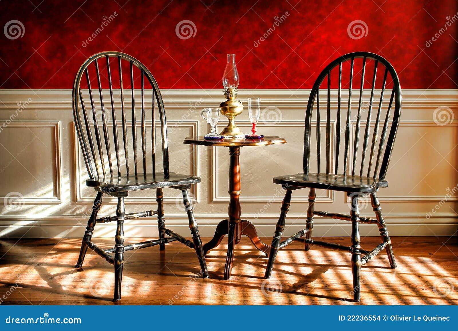 Sillas De Windsor Negras Antiguas En Viejo Hogar Histórico Foto de ...