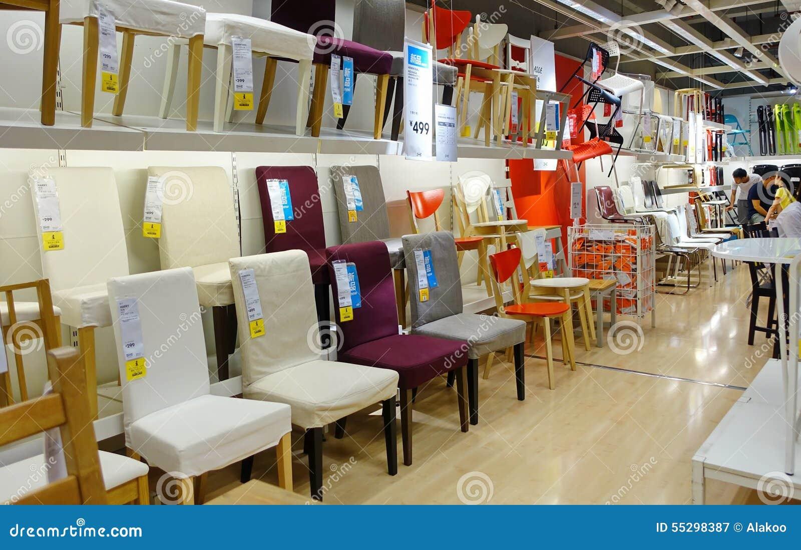 Sillas en tienda de muebles fotograf a editorial imagen - Mundo joven muebles catalogo ...