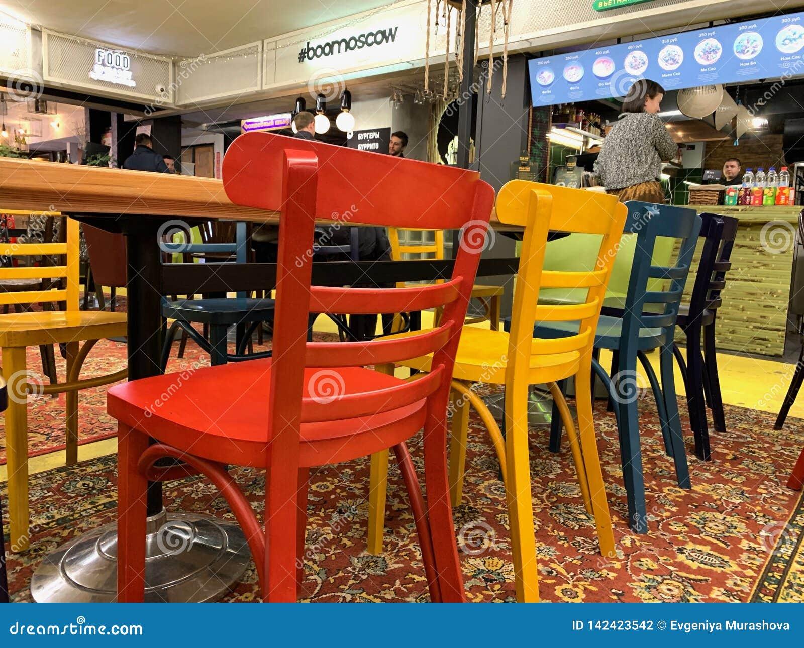 Sillas modernas en el restaurante Ð Ñ 'del  Ñ del 'Ð?ÐºÑ de е Ñ del 'de Ð¸Ñ del ‹Ð Ð?Д, ‹del ¼ Ð?Ñ€Ñ del ¿Ñ€Ð¸Ð del 'ÑŒ Ð del