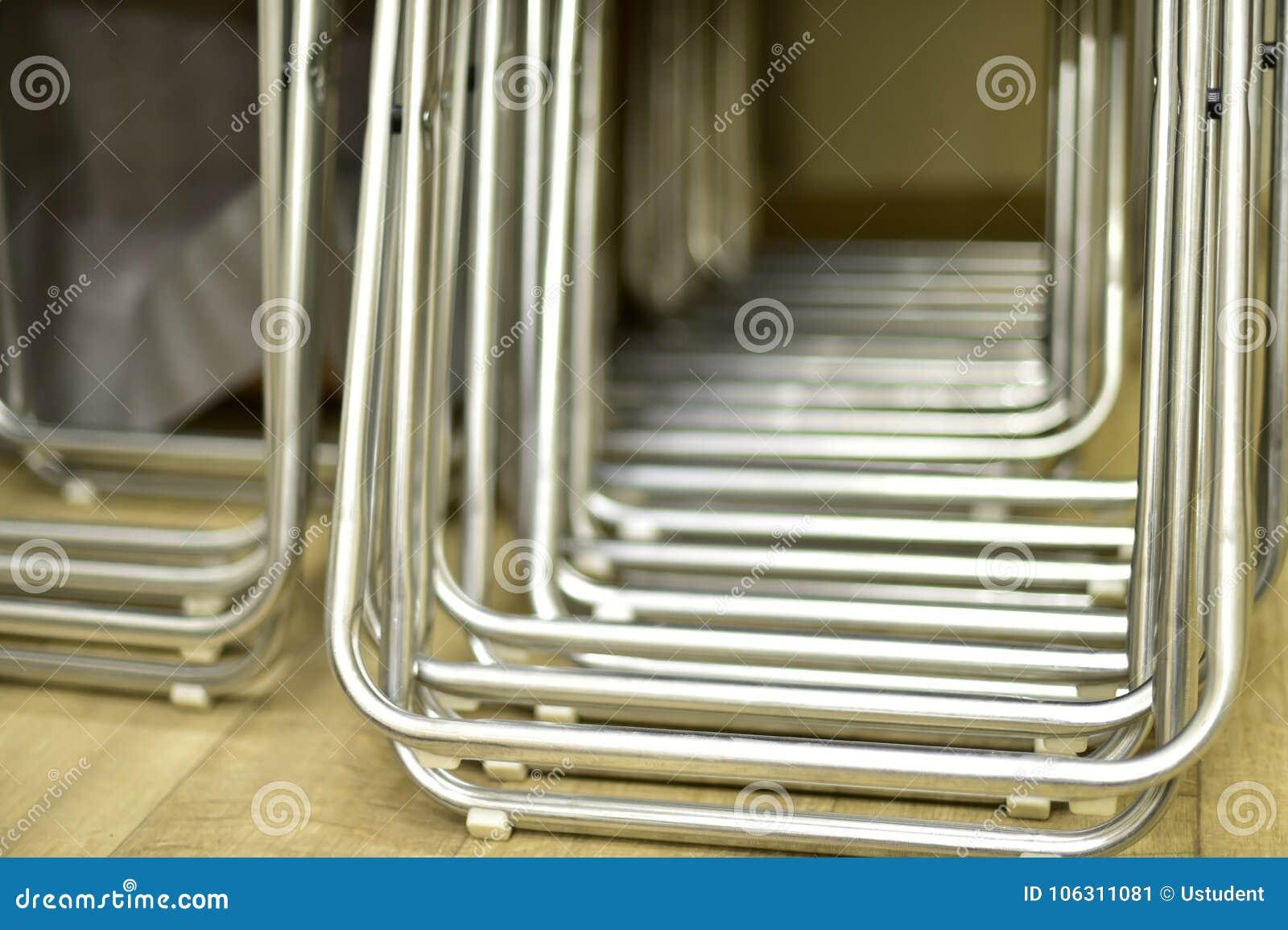 Los Fila Del Apilados Metal En Sillas Plegables De Tubos Hechas dWQrCxoeB