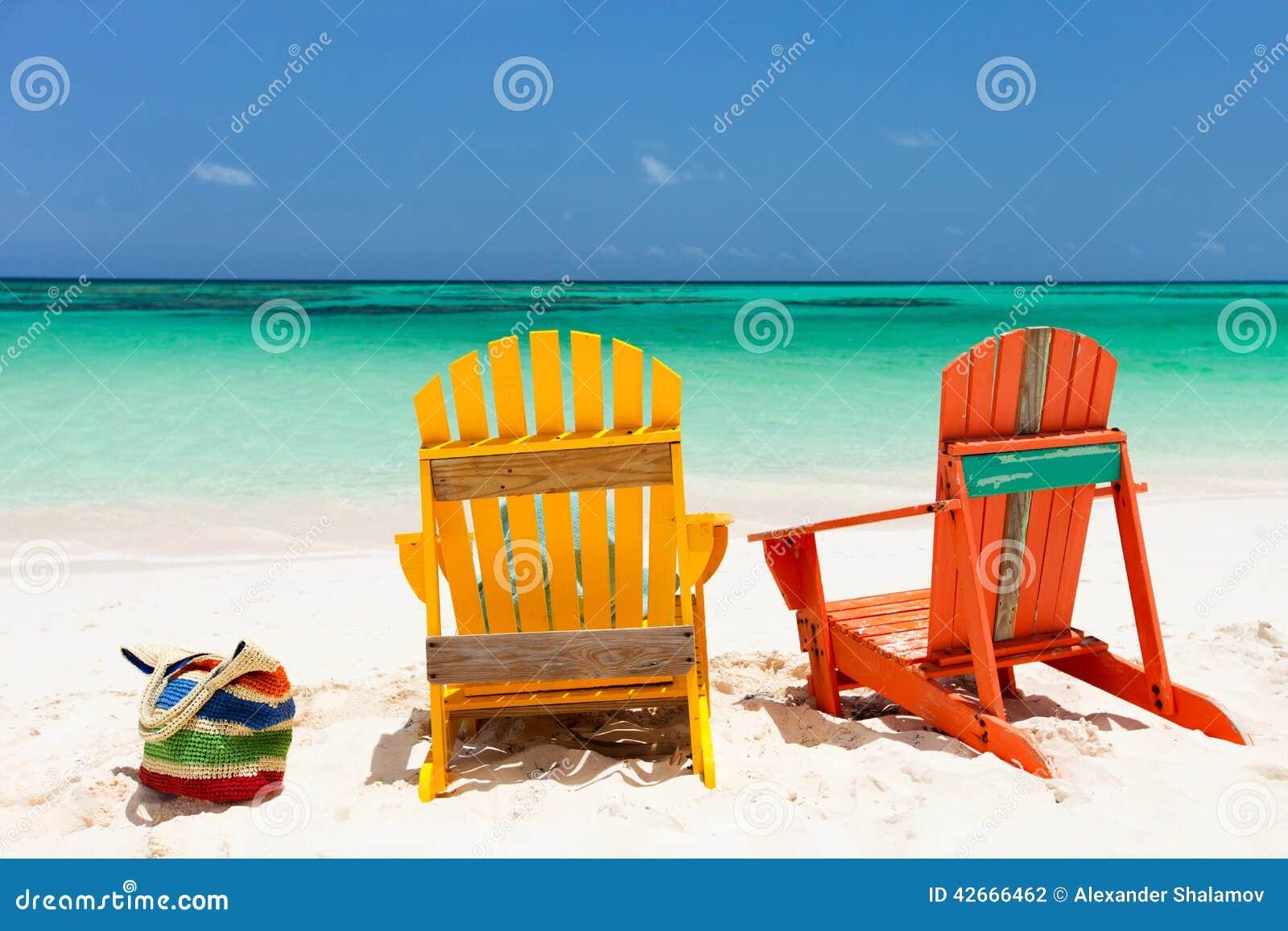 Sillones Coloridos.Sillones Coloridos En La Playa Del Caribe Foto De Archivo
