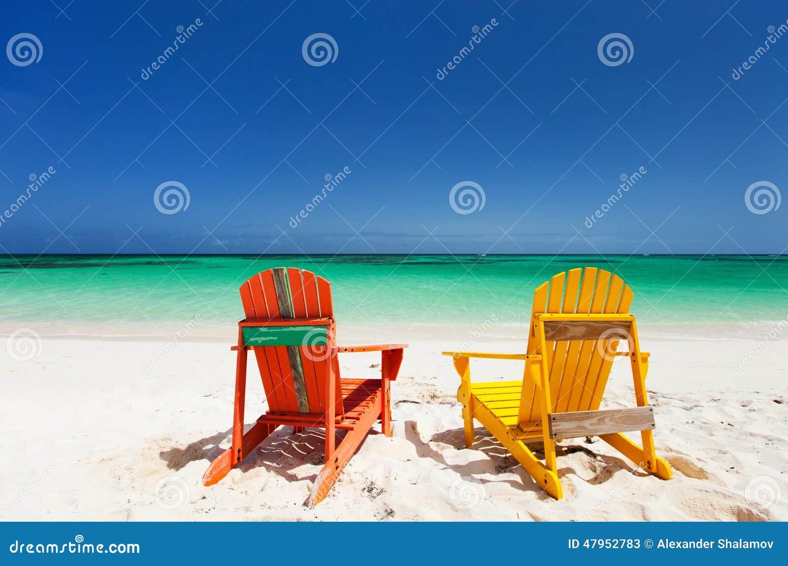 Sillones Coloridos.Sillones Coloridos En La Playa Del Caribe Imagen De Archivo
