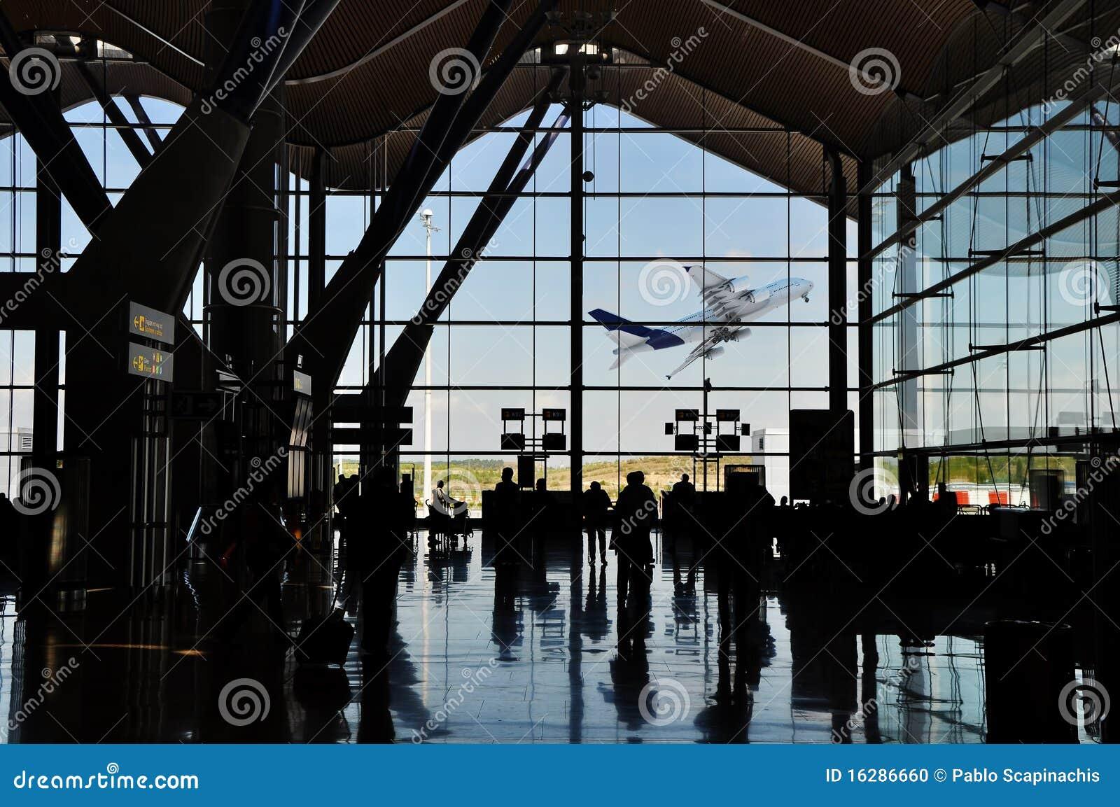 Silueta del aeropuerto con el plano