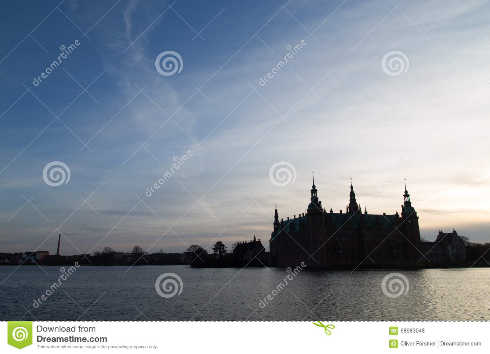 Silueta del castillo de Frederiksborg, Dinamarca