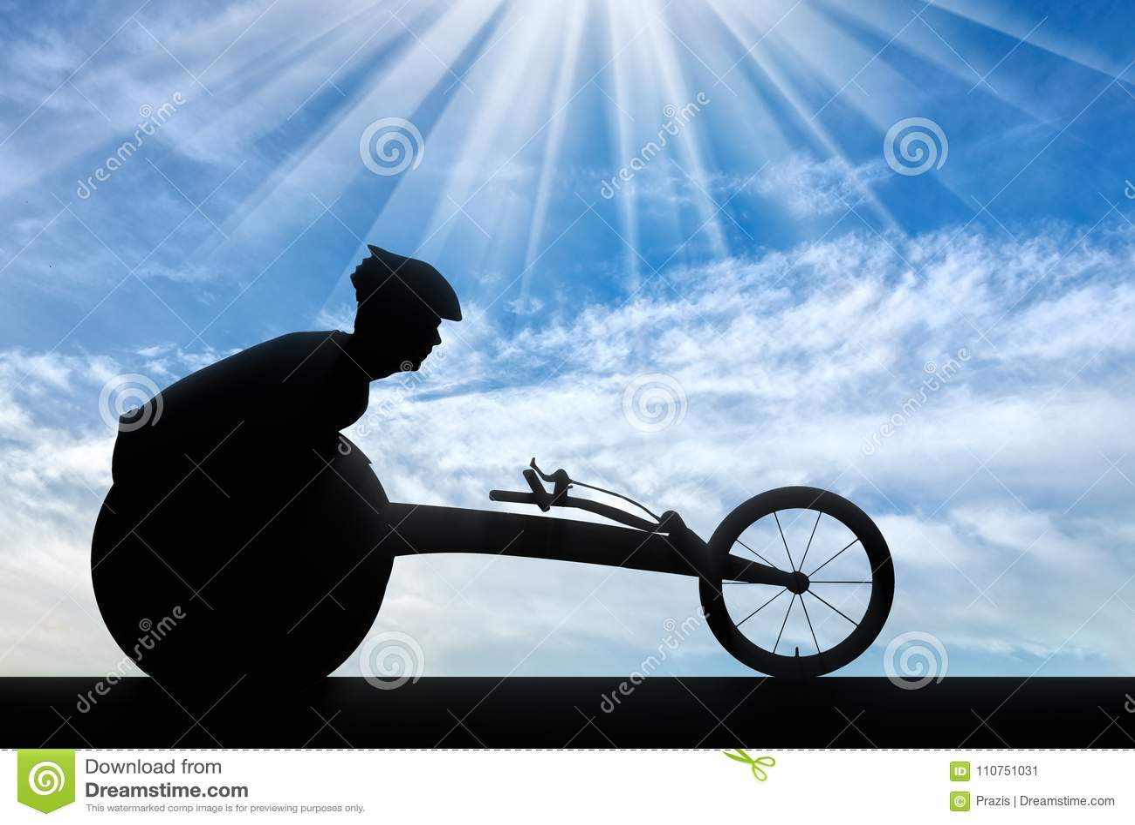 Silueta del deportista inhabilitada en una silla de ruedas que compite con
