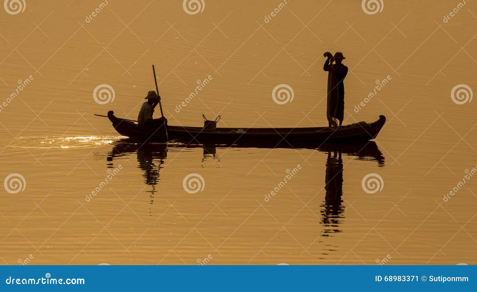 Silueta del lago Mandalay, Myanmar
