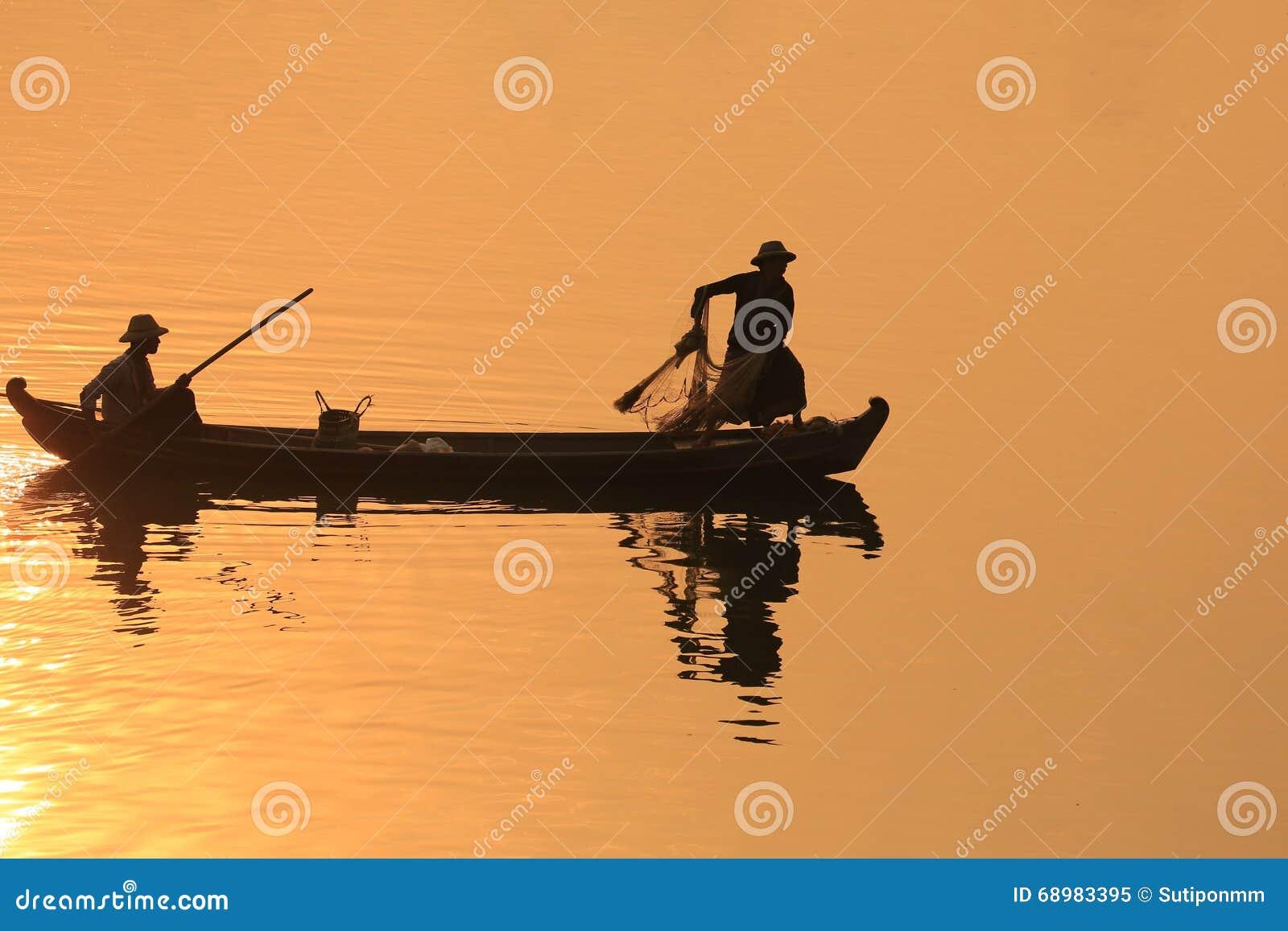Silueta del pescador, U Bein Birdge