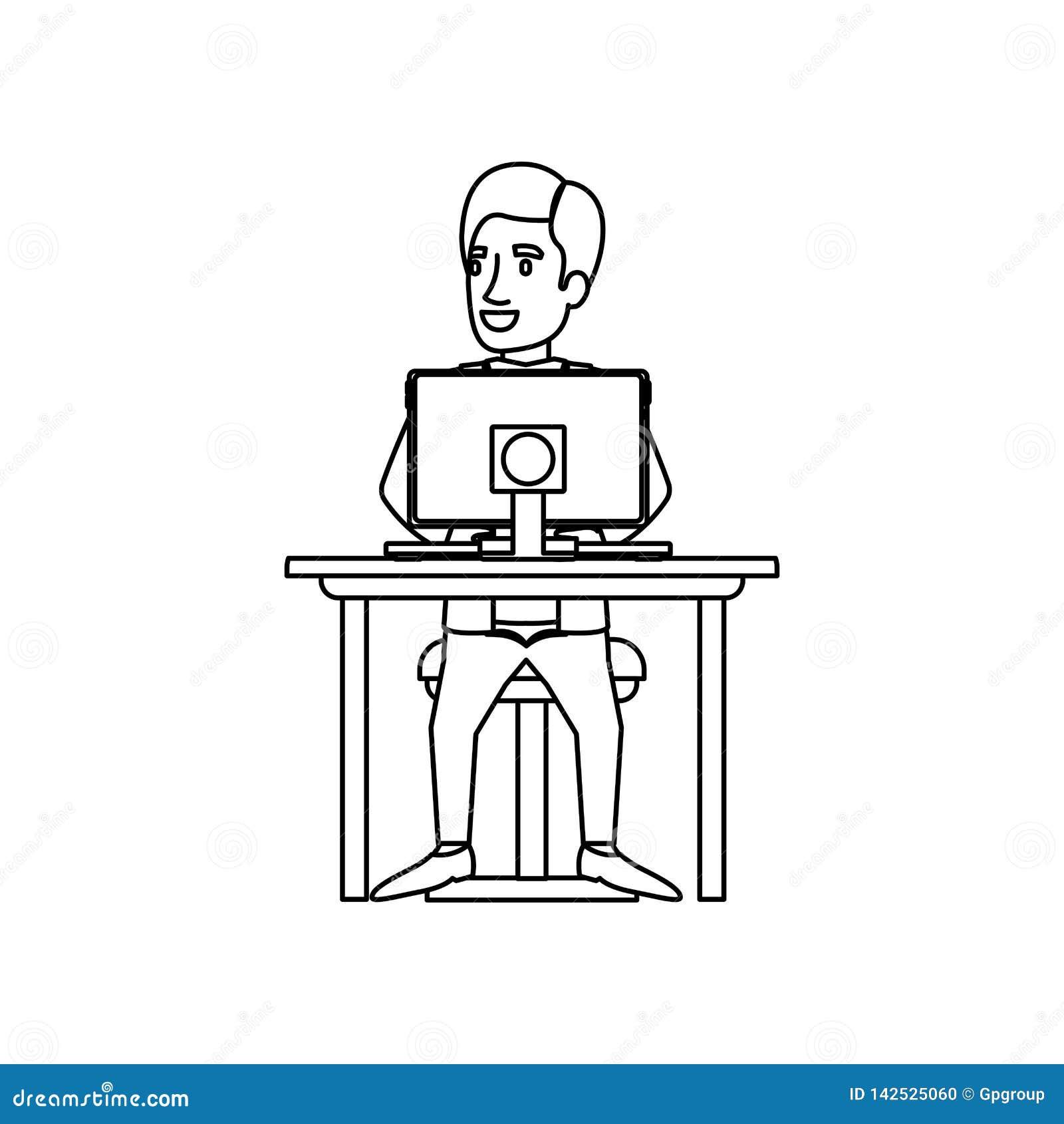 Silueta monocromática del hombre con el traje formal que se sienta en silla en escritorio con el ordenador