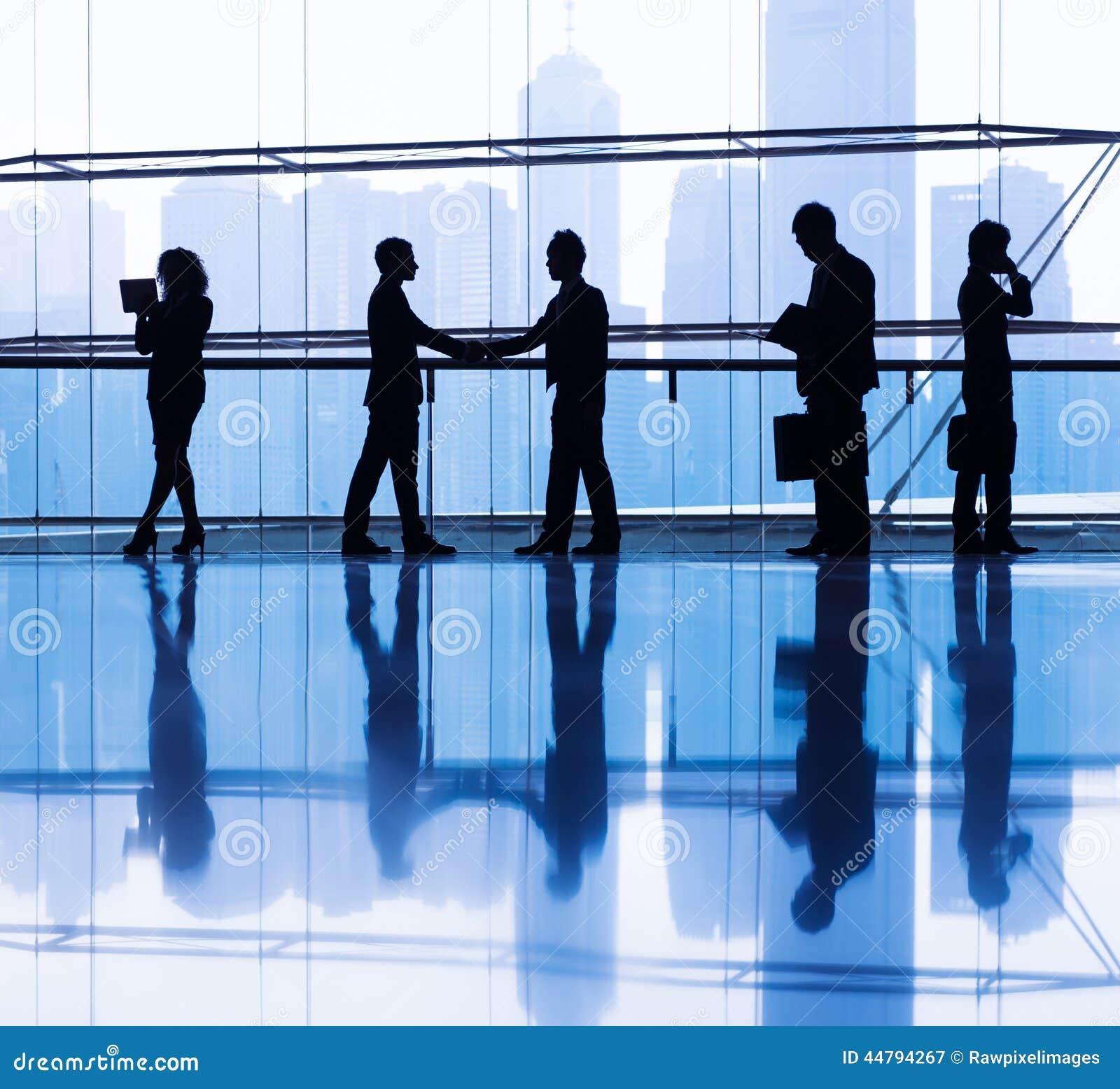 Siluetas De La Gente Que Trabaja En Un Edificio De