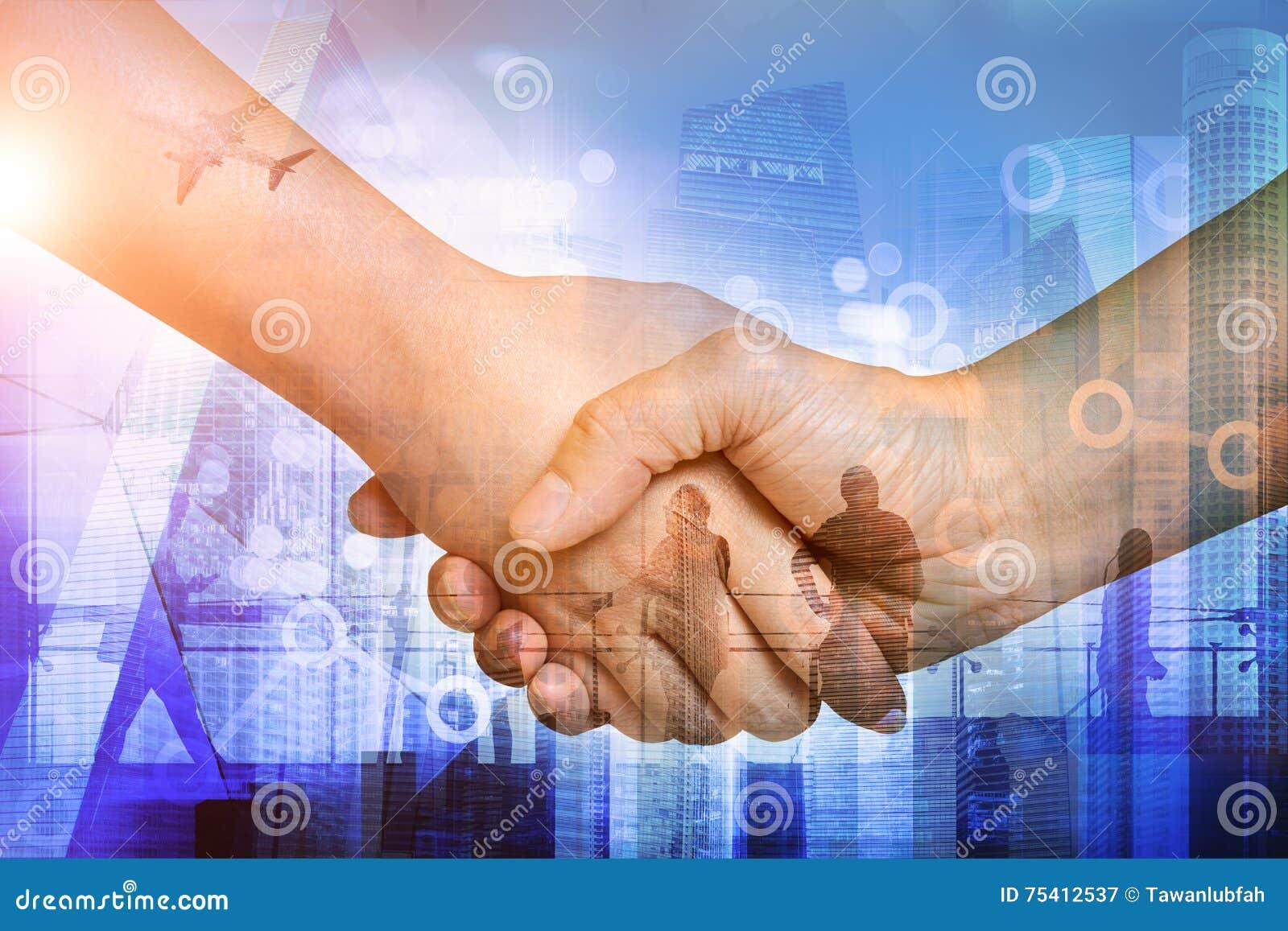 Siluetas de los hombres de negocios del trabajo Exposición doble de manos