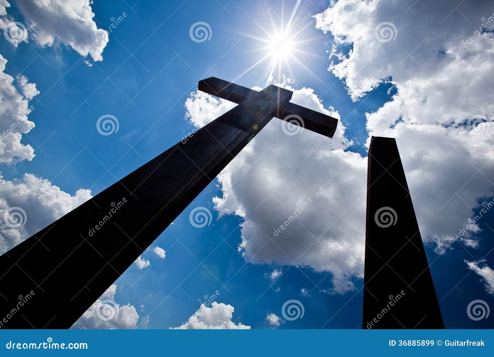 Download Siluetta Alta Degli Incroci Immagine Stock - Immagine di cielo, cattolico: 36885899