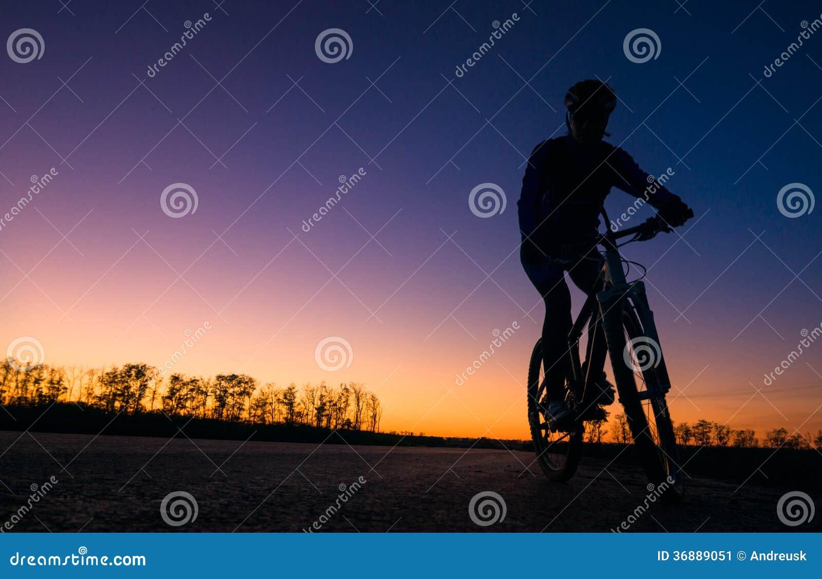 Download Siluetta del motociclista immagine stock. Immagine di svago - 36889051