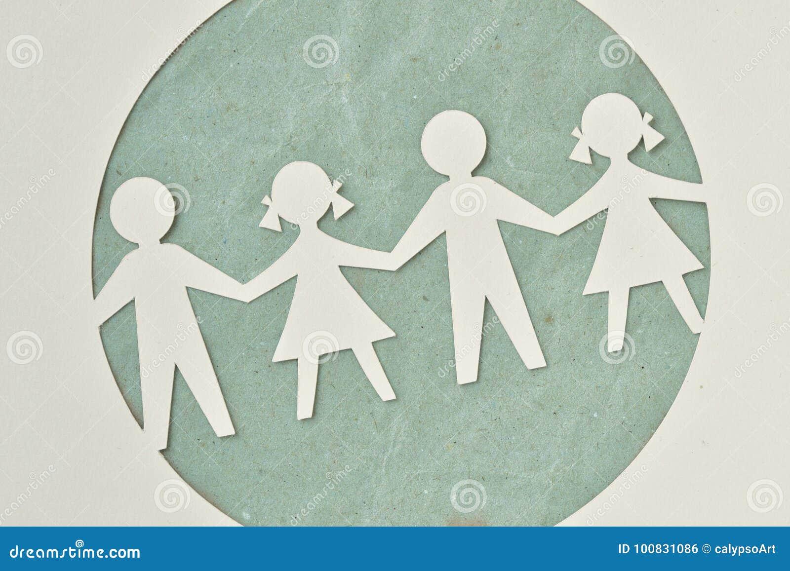 Siluetta di carta dei bambini - ecologia e responsabilità sociale