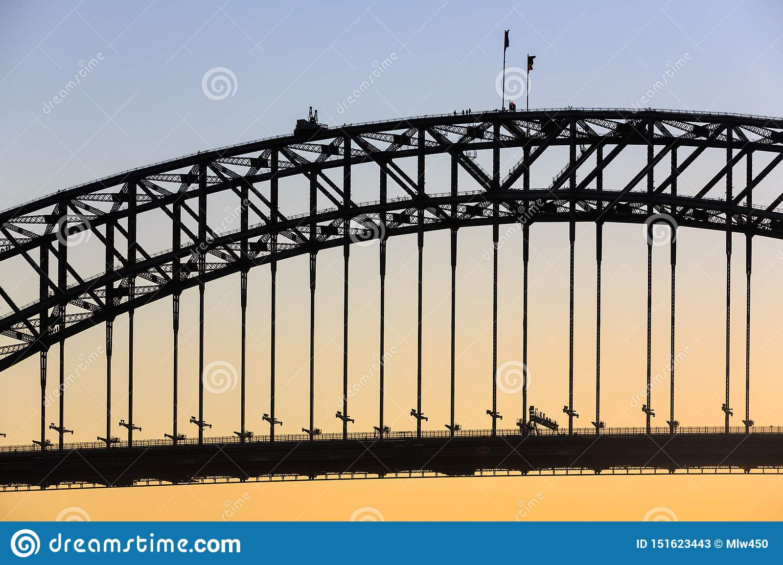 Siluetta di Sydney Harbour Bridge, con gli scalatori