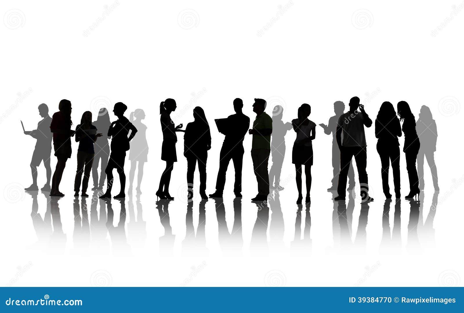 Siluette della gente che ha discussione di gruppo
