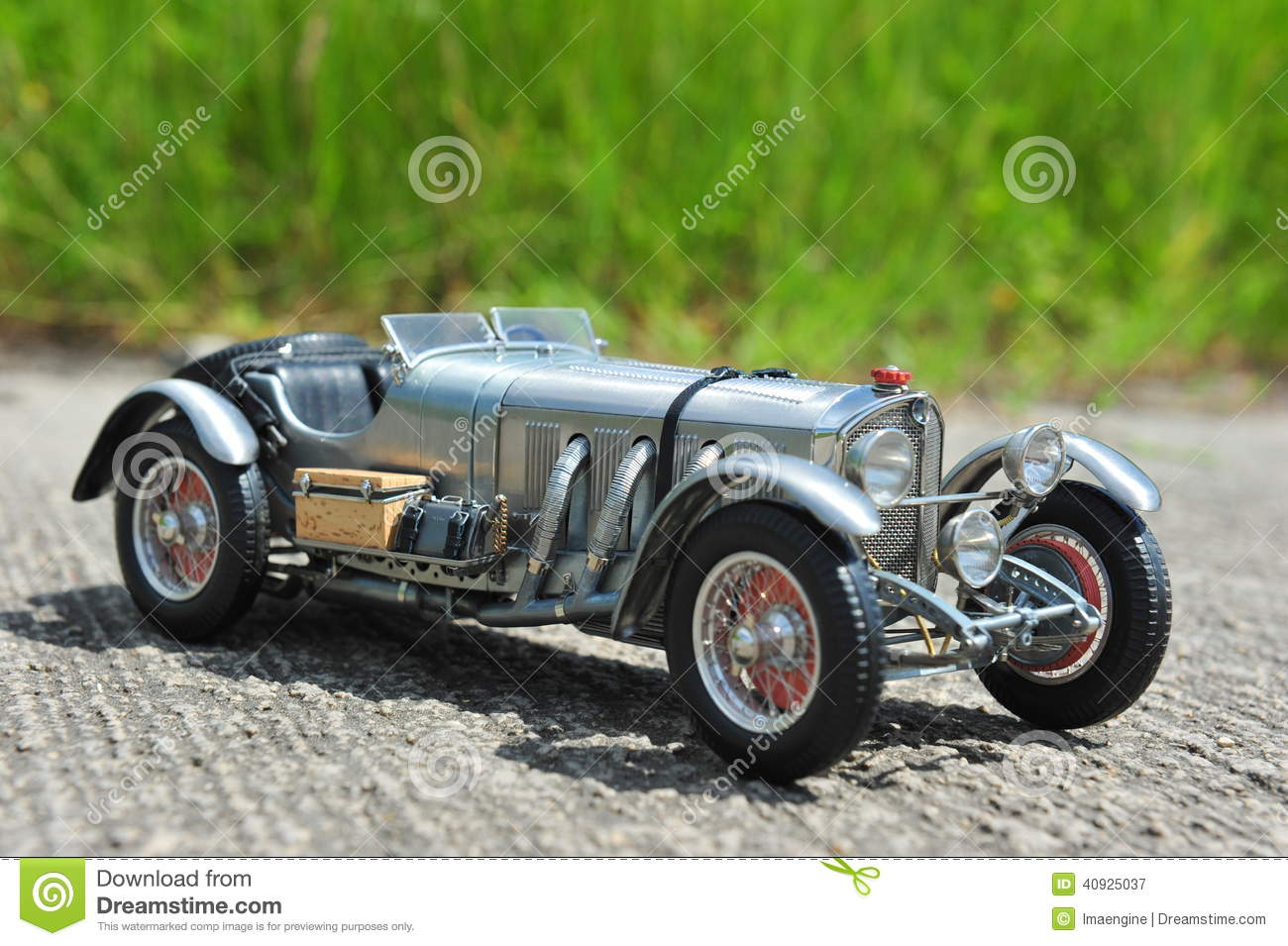 Silver arrow mercedes benz sskl 1931 racing car stock for Mercedes benz race