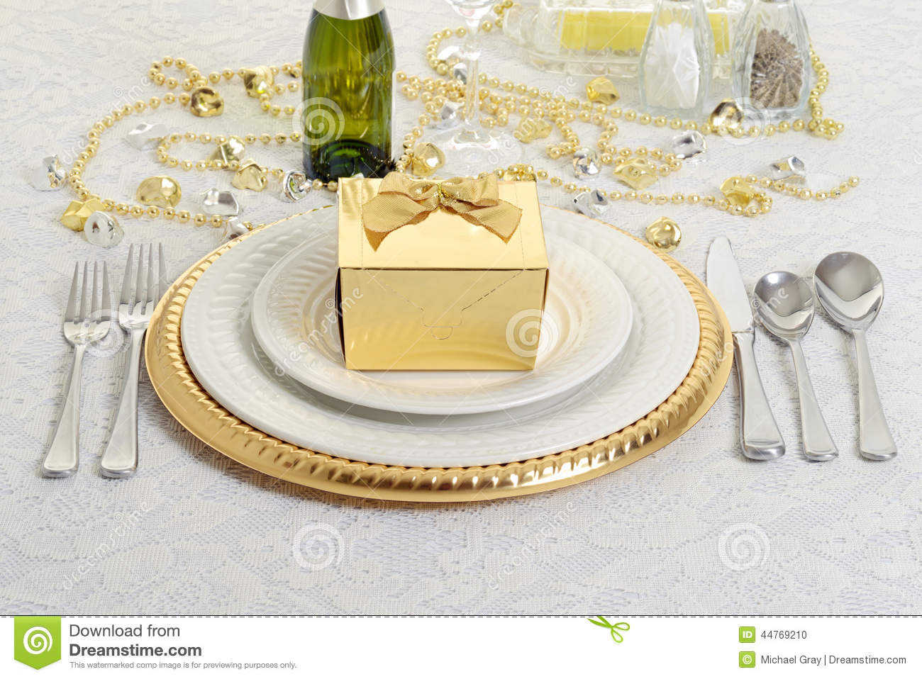 Silver and gold table setting with present  sc 1 st  Dreamstime.com & Silver And Gold Table Setting With Present Stock Photo - Image of ...