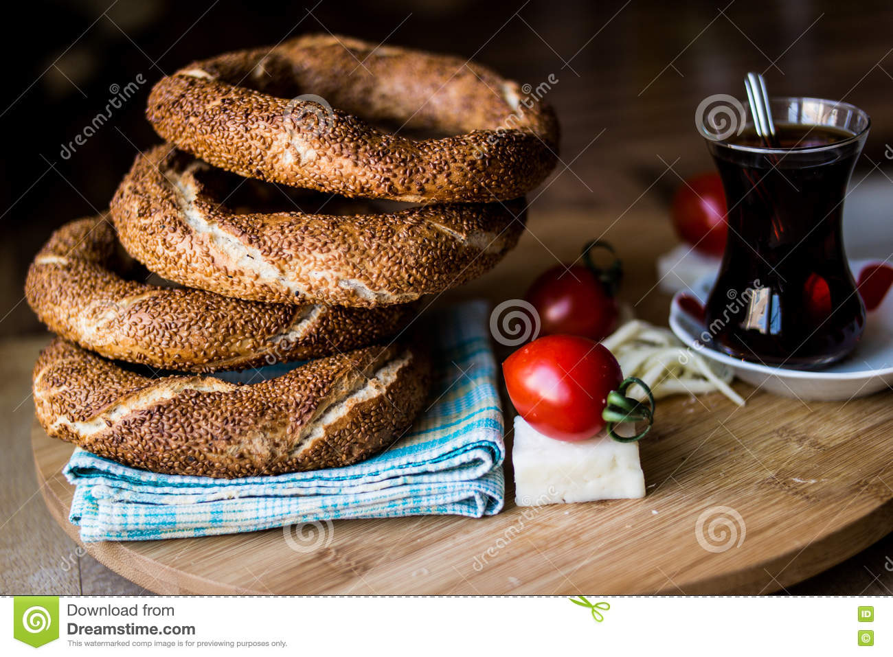 Simit com chá/Bagel turco