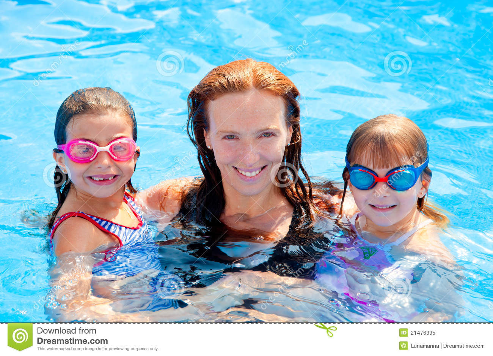 Simning för pöl för dotterfamiljmoder