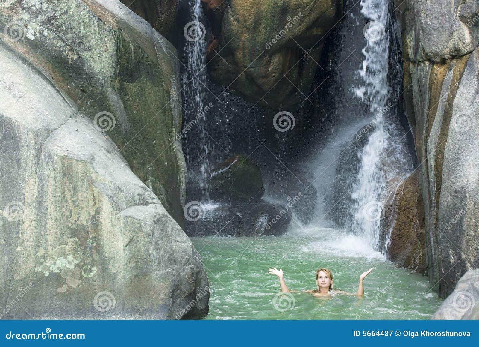 Simningkvinnabarn