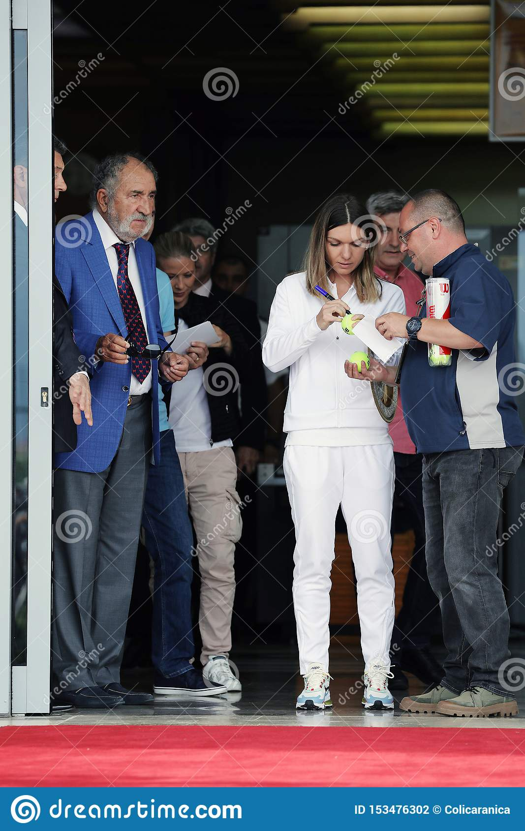 Simona Halep returns home with Wimbledon trophy