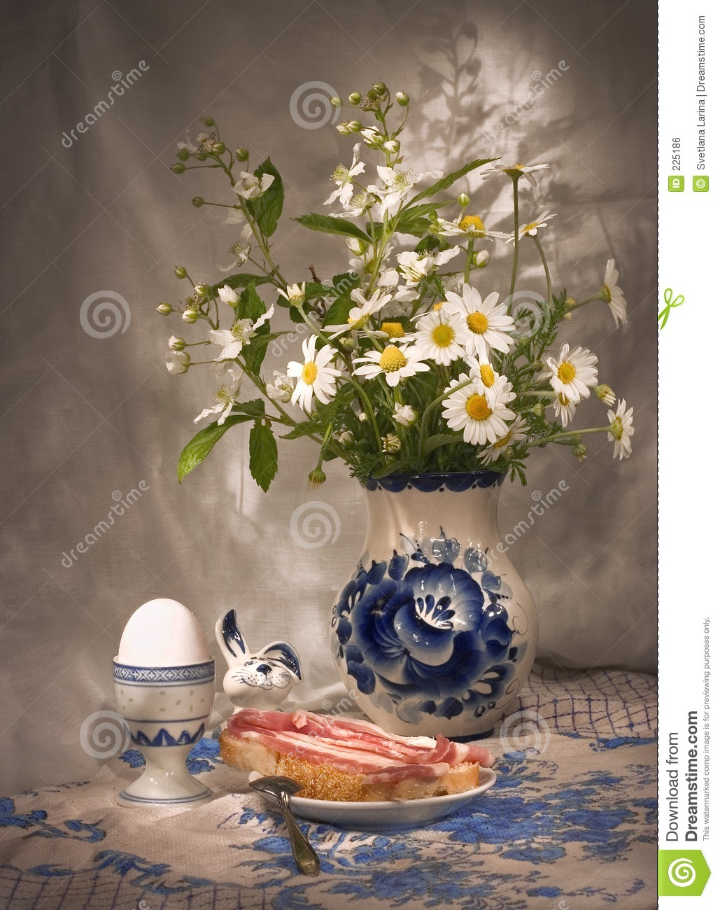 Simple breakfast (3) with daisies