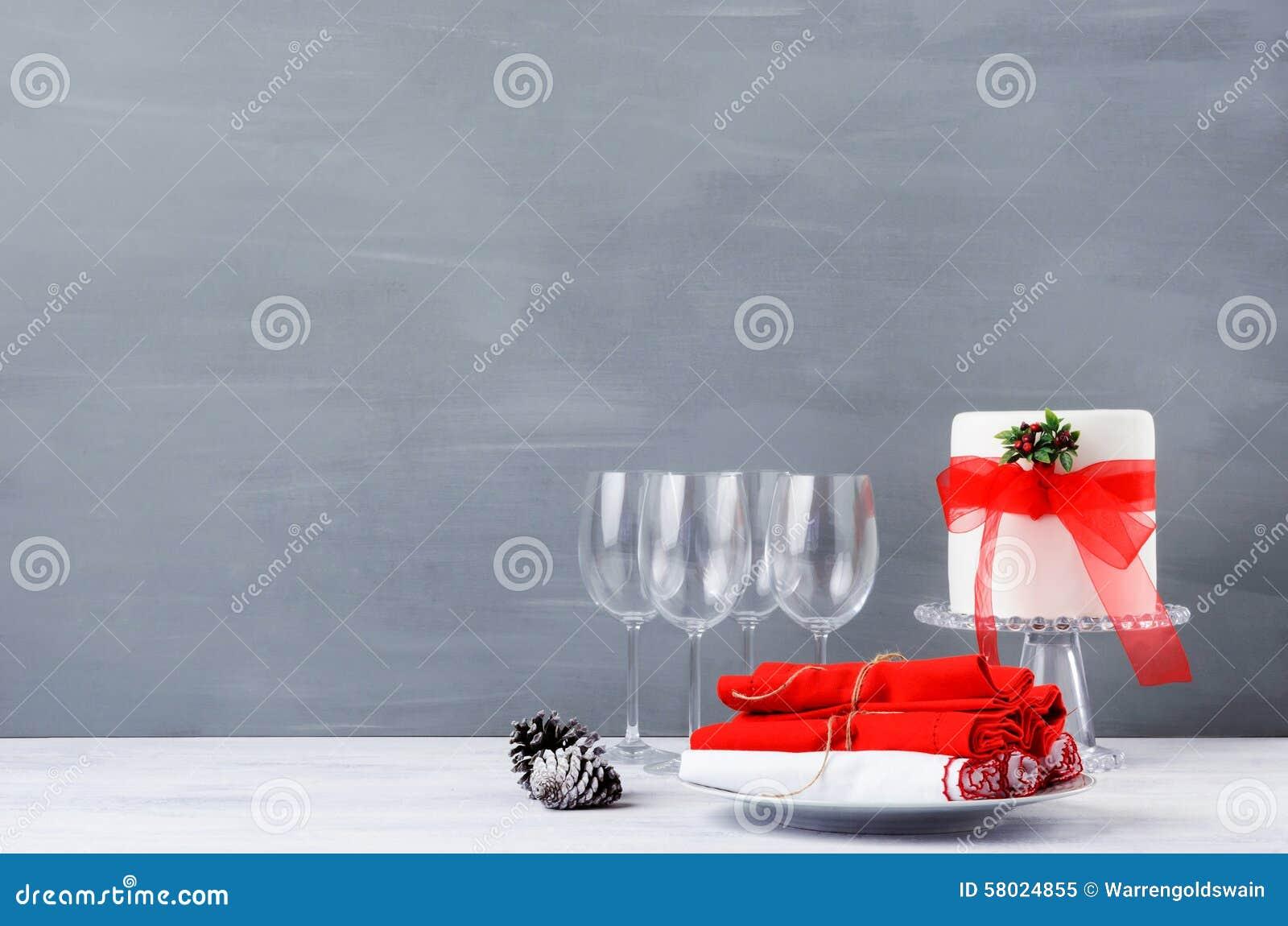 Simple minimalist christmas display table with cake stock for Minimalist christmas