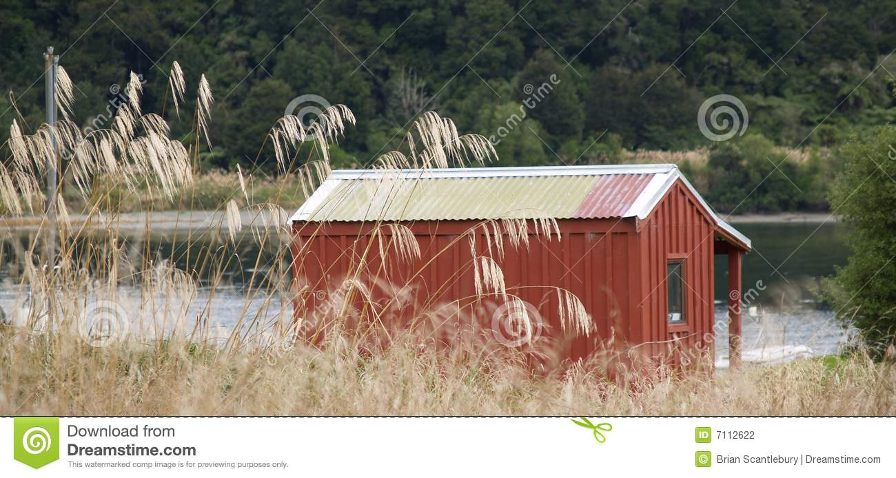 Simple red bush hut stock photography image 7112622 for Hunting hut plans