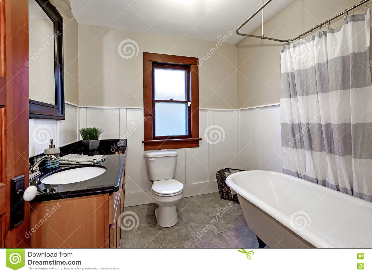 Simple Style Renovated Bathroom Interior In Old American House Stock