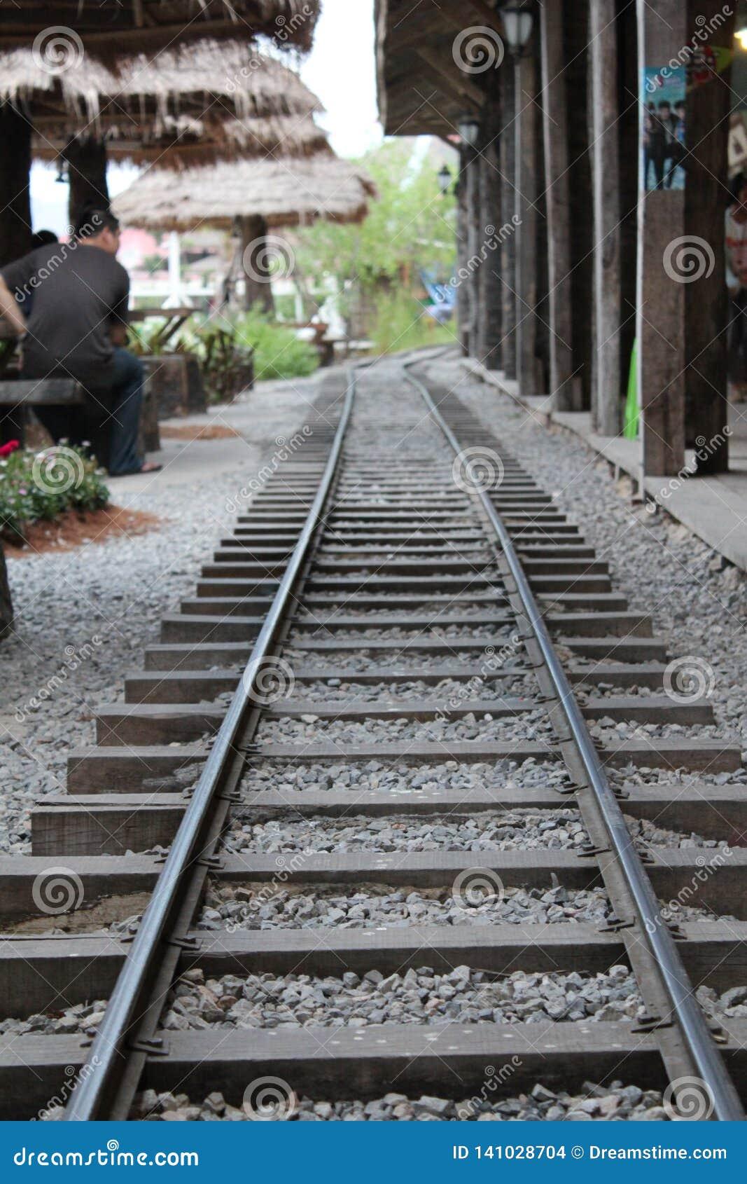 Simule a estrada de ferro no mercado