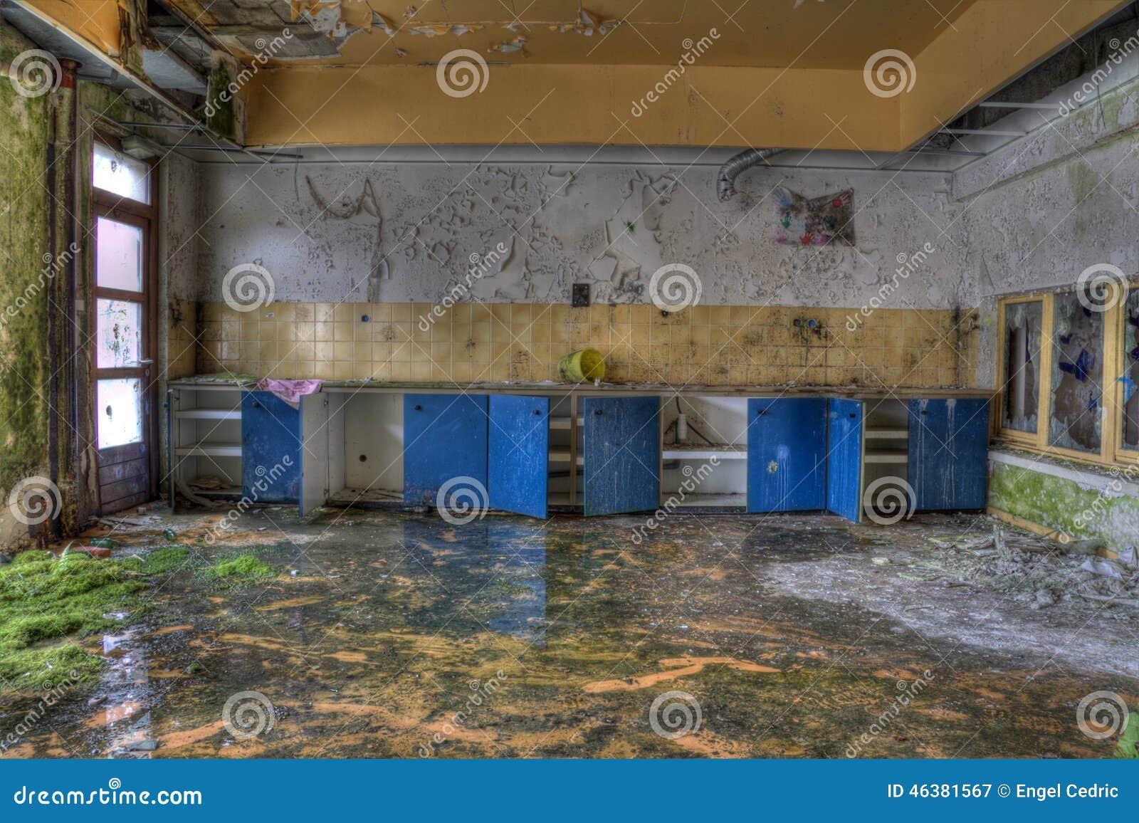 Sinaasappel En Blauw Verlaten Keuken Stock Foto - Afbeelding: 46381567