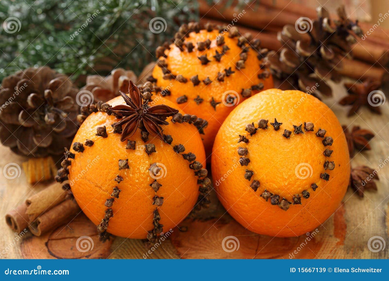 Sinaasappelen en kruidnagels