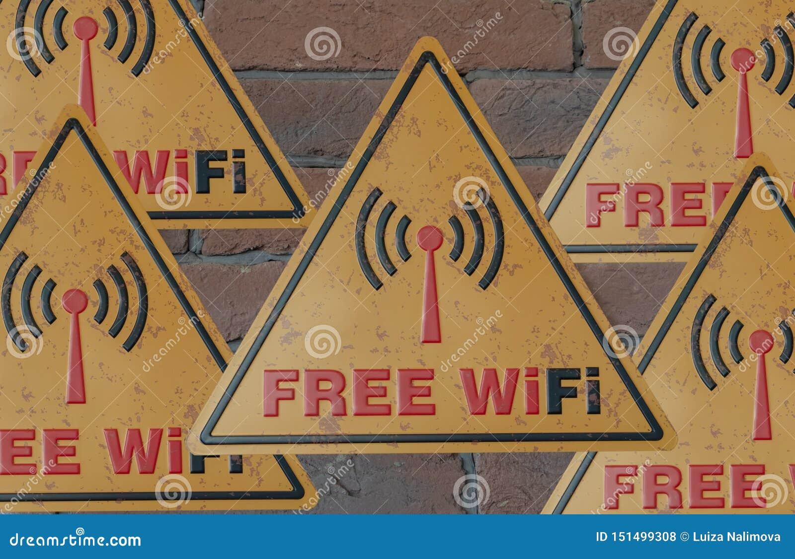Sinais da área usar Wi-Fi livre Placa de metal livre de Wi-Fi do sinal da cor amarela em uma parede de tijolo