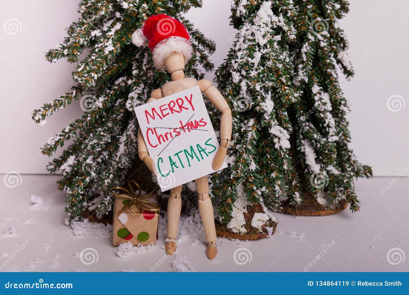 Sinal articulado de madeira CATMAS alegre da terra arrendada da boneca do manequim que veste a cena do inverno do chapéu de Santa