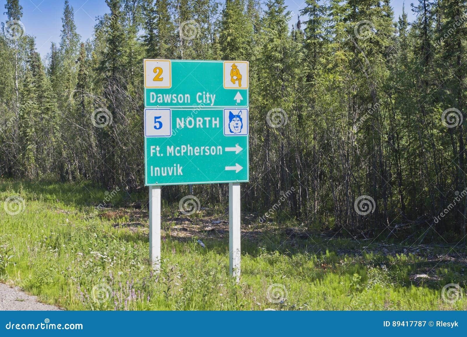 Sinal da junção da estrada de Yukon