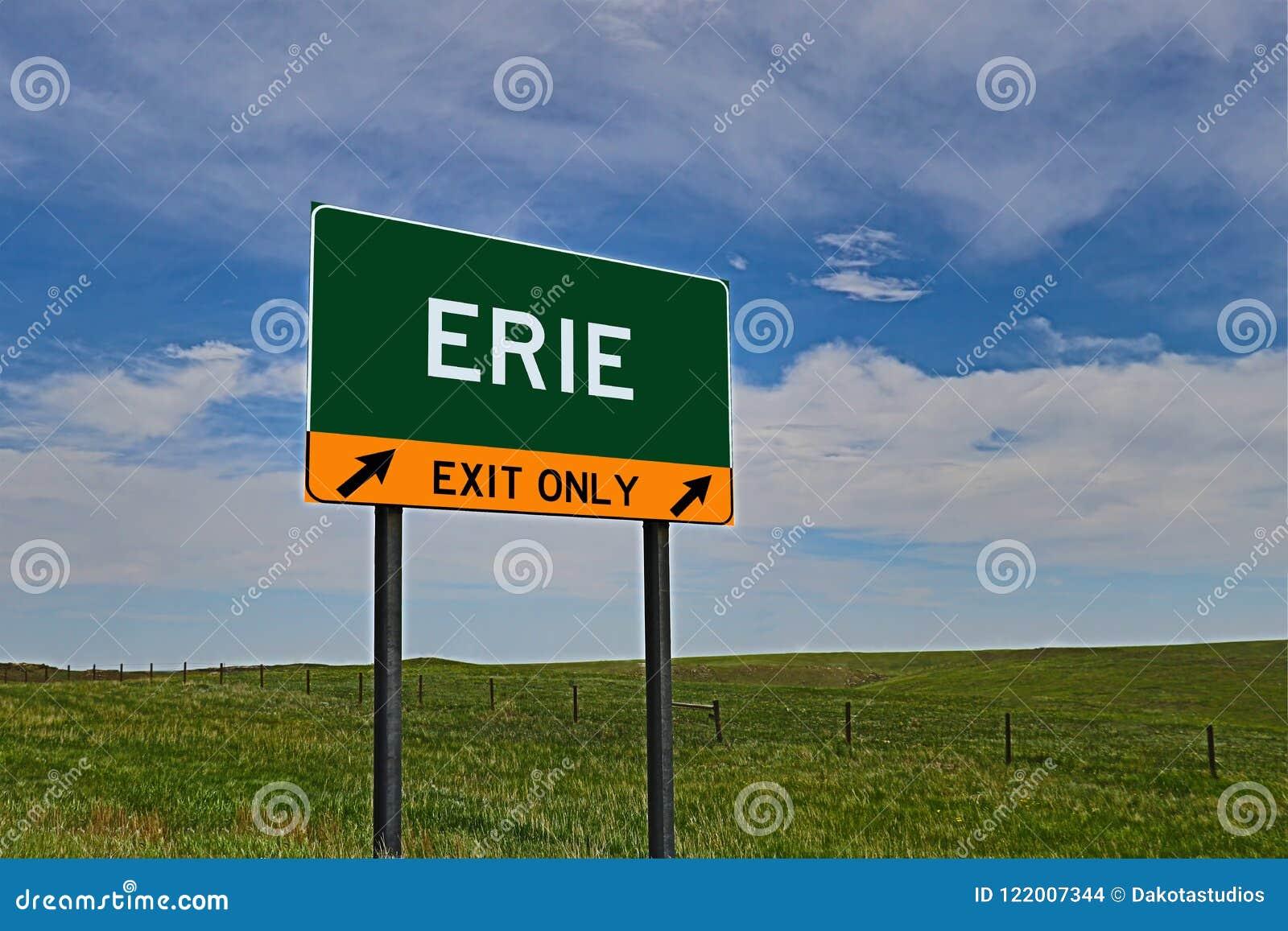 Sinal da saída da estrada dos E.U. para Erie