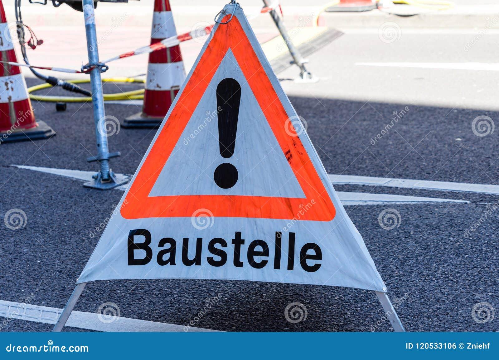 Sinal de aviso com a inscrição alemão