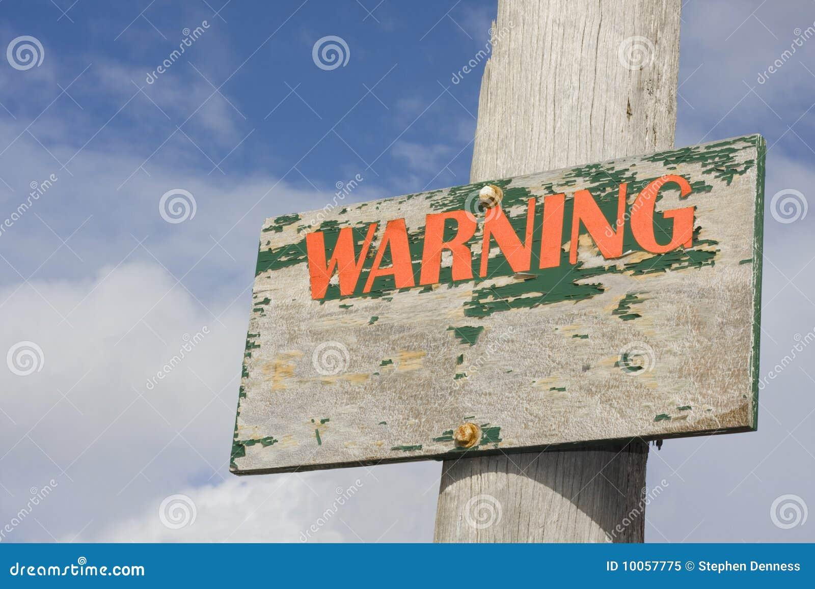 Sinal de aviso de madeira velho
