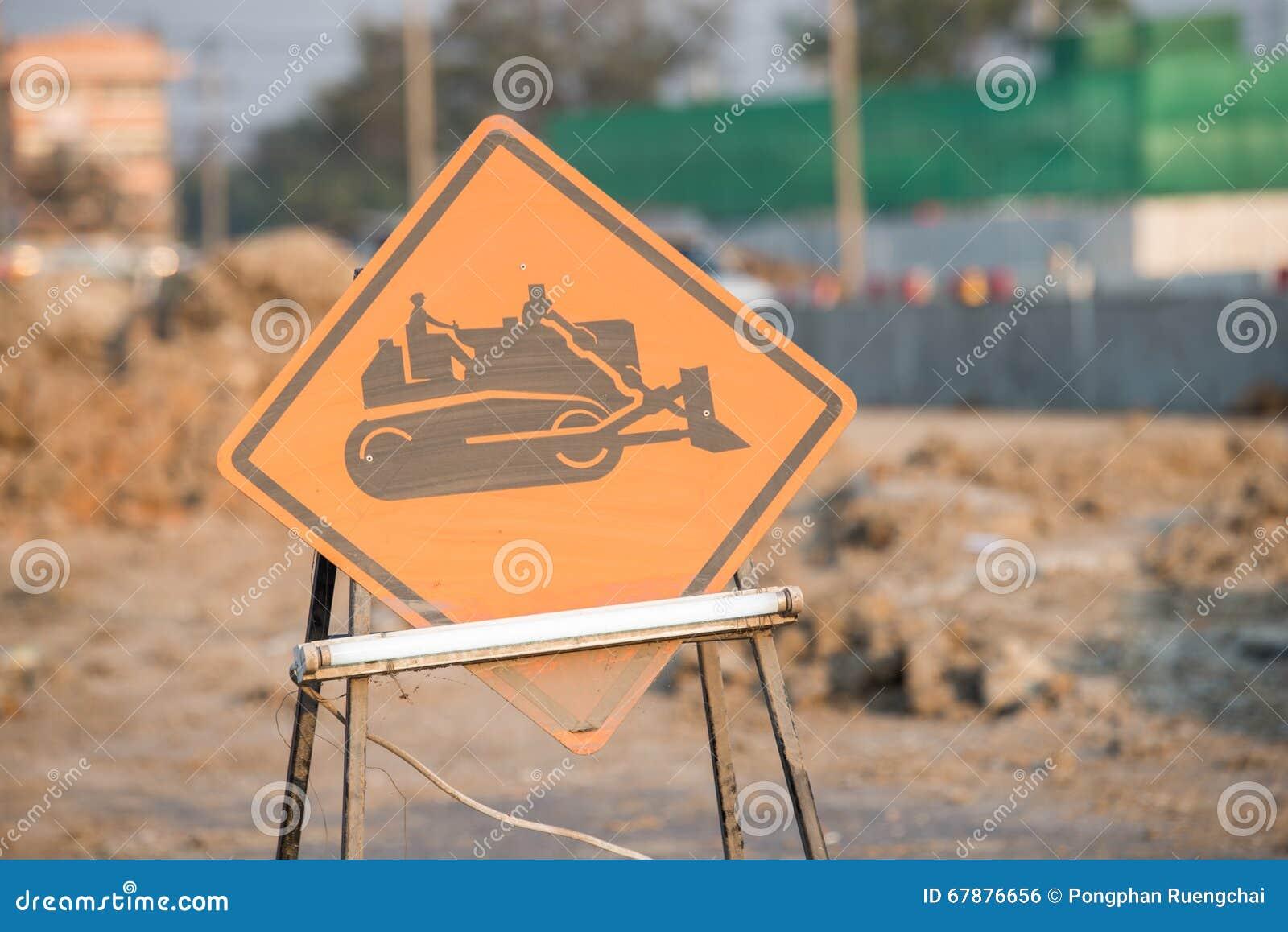 Sinal de aviso de veículos da construção