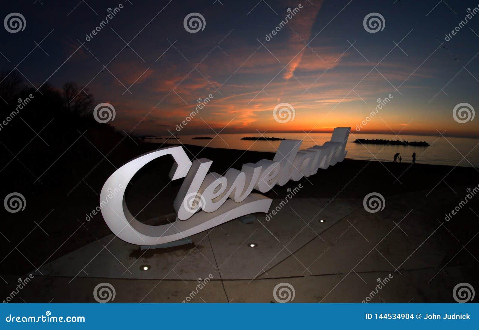Sinal de Cleveland do roteiro que negligencia o Lago Erie no ramo da angra de Euclid