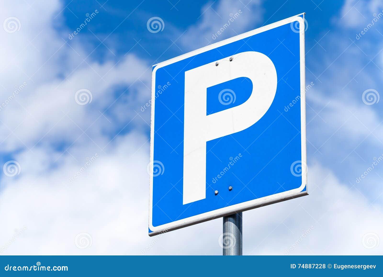 Sinal de estrada quadrado azul do estacionamento
