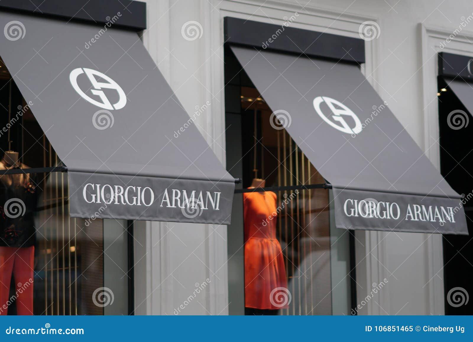 6c9214dc299 ... Bélgica - 9 de dezembro de 2017  Loja de Giorgio Armani É uma casa de  forma italiana que projete