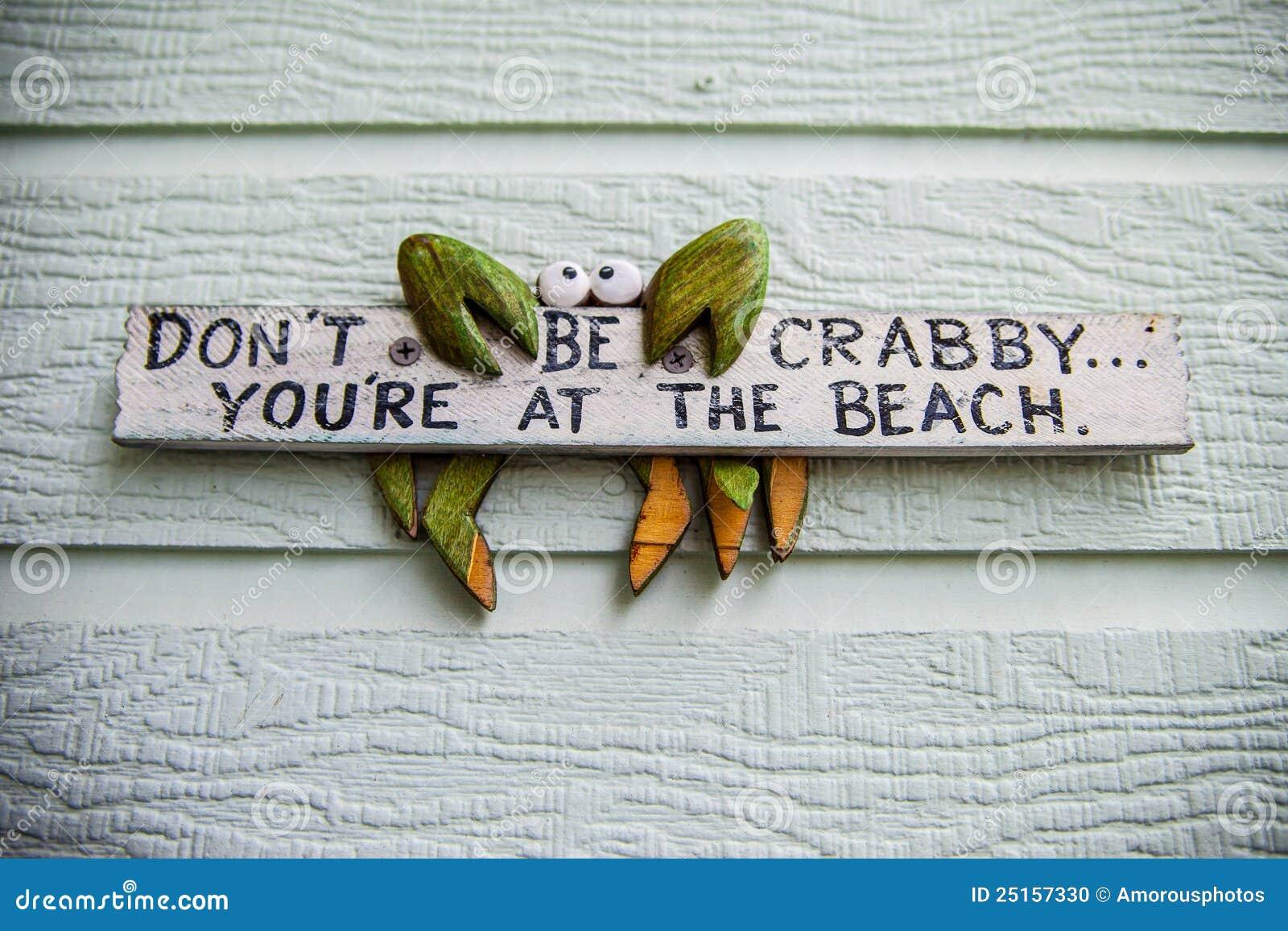 Sinal de madeira da praia